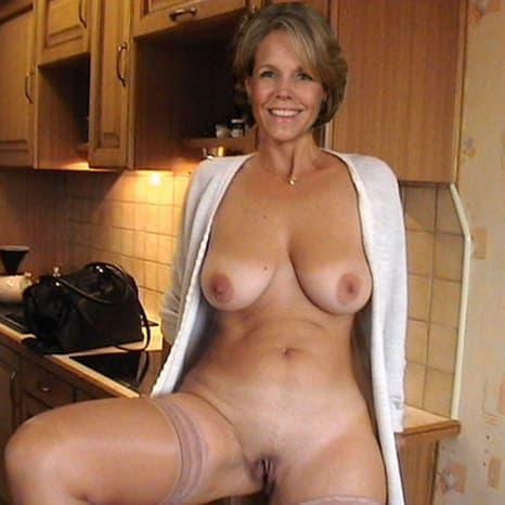 Hausfrauen nackt private Nackt und